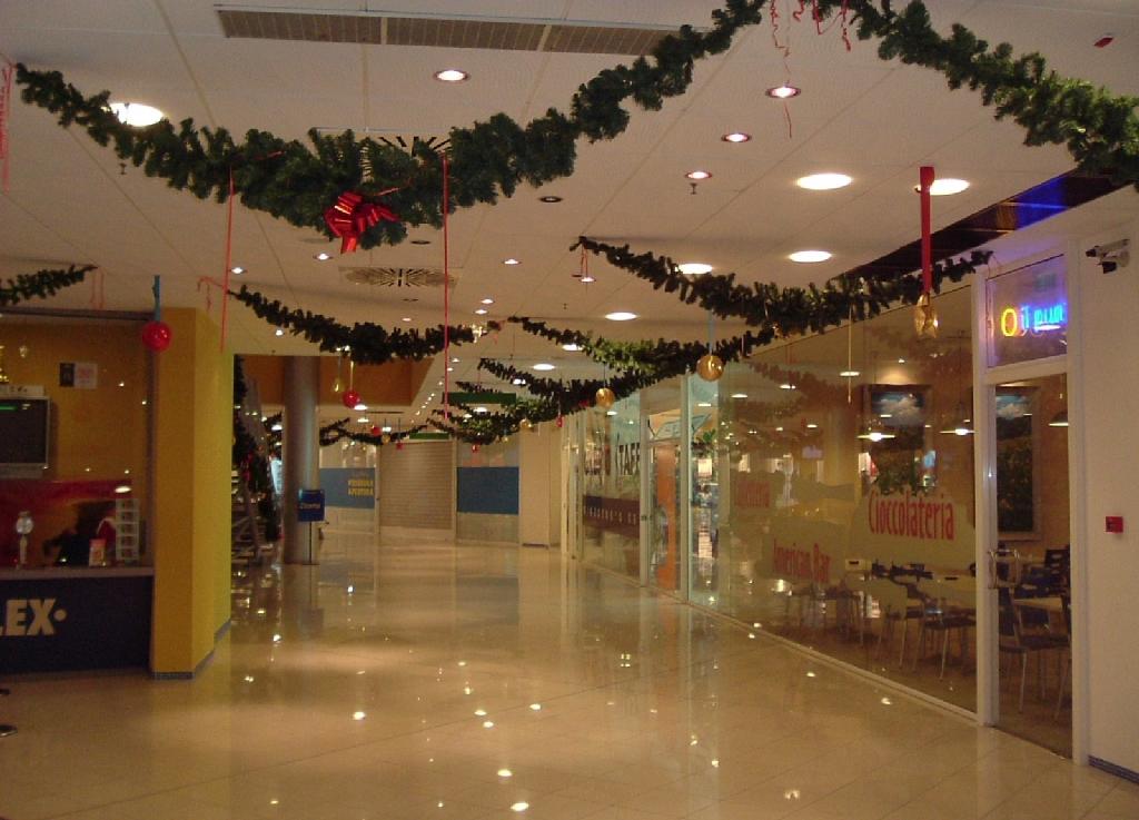 Addobbi natalizi per negozi je84 regardsdefemmes for L arreda negozi pisa